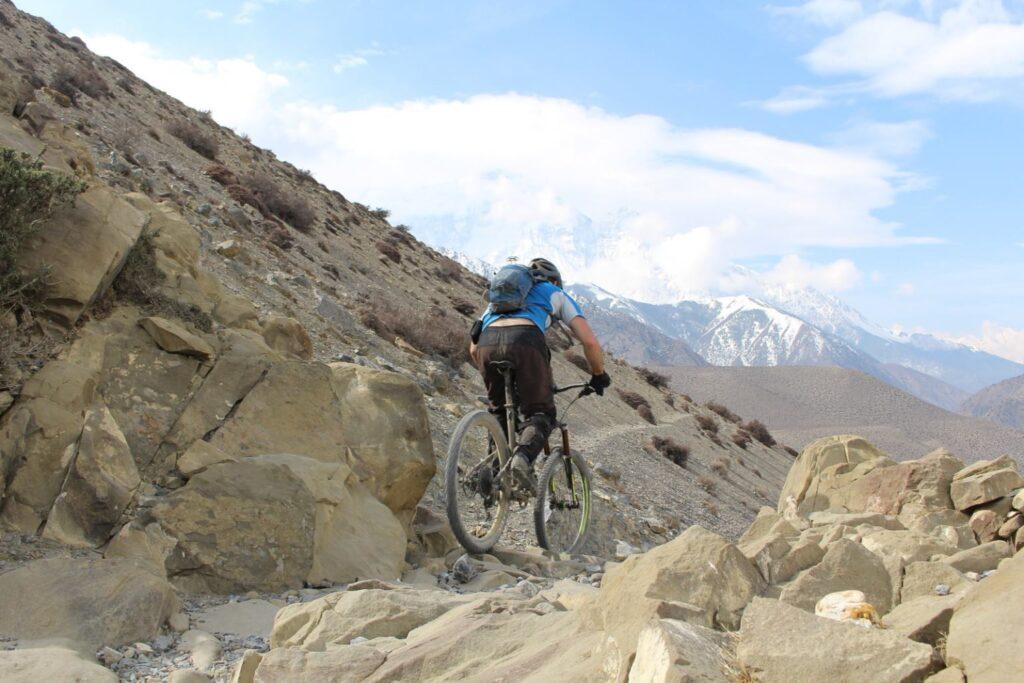 Mustang en Nepal con bici